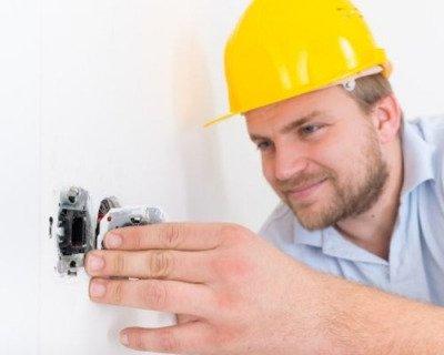 eletricista-em-sp-tomada